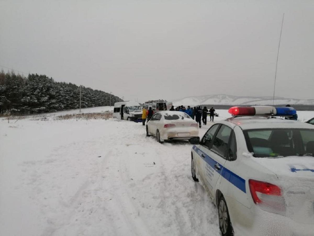 В Подмосковье в ДТП с военными автобусами погибли четыре человека
