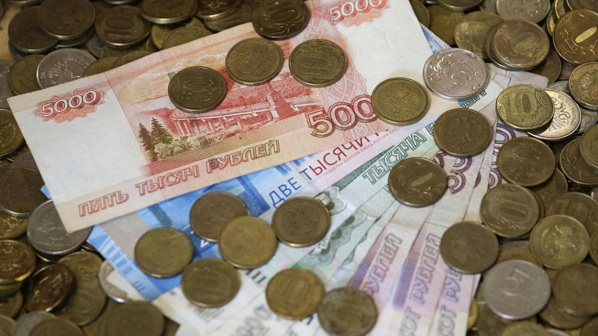 Госдума приняла закон об увеличении МРОТ до 12,130 рублей