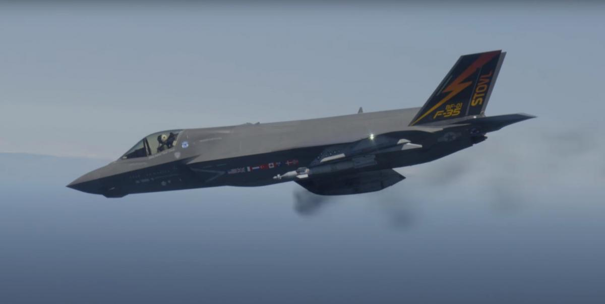 Истребитель США F-35 выстрелил сам в себя