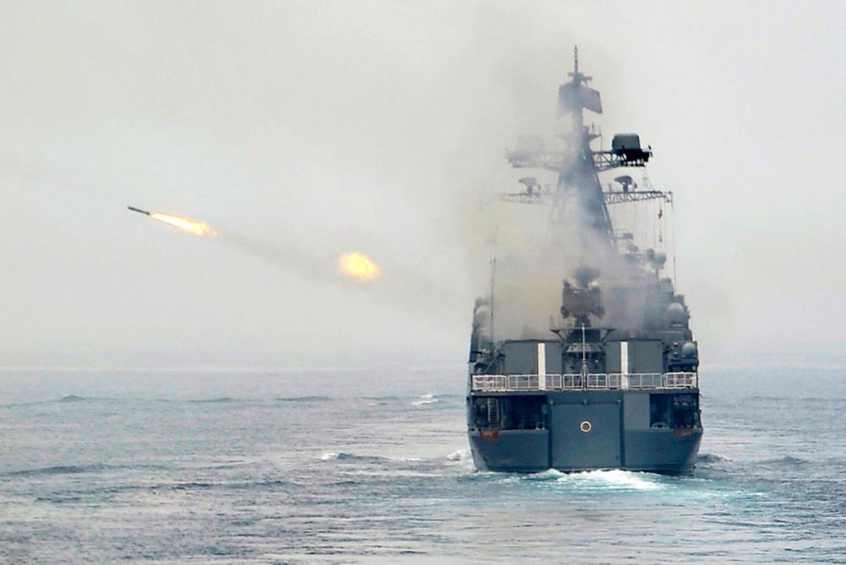 """Фрегат """"Маршал Шапошников"""" ВМФ РФ, открыв огонь, вынудил Японию звать на помощь корабли США"""