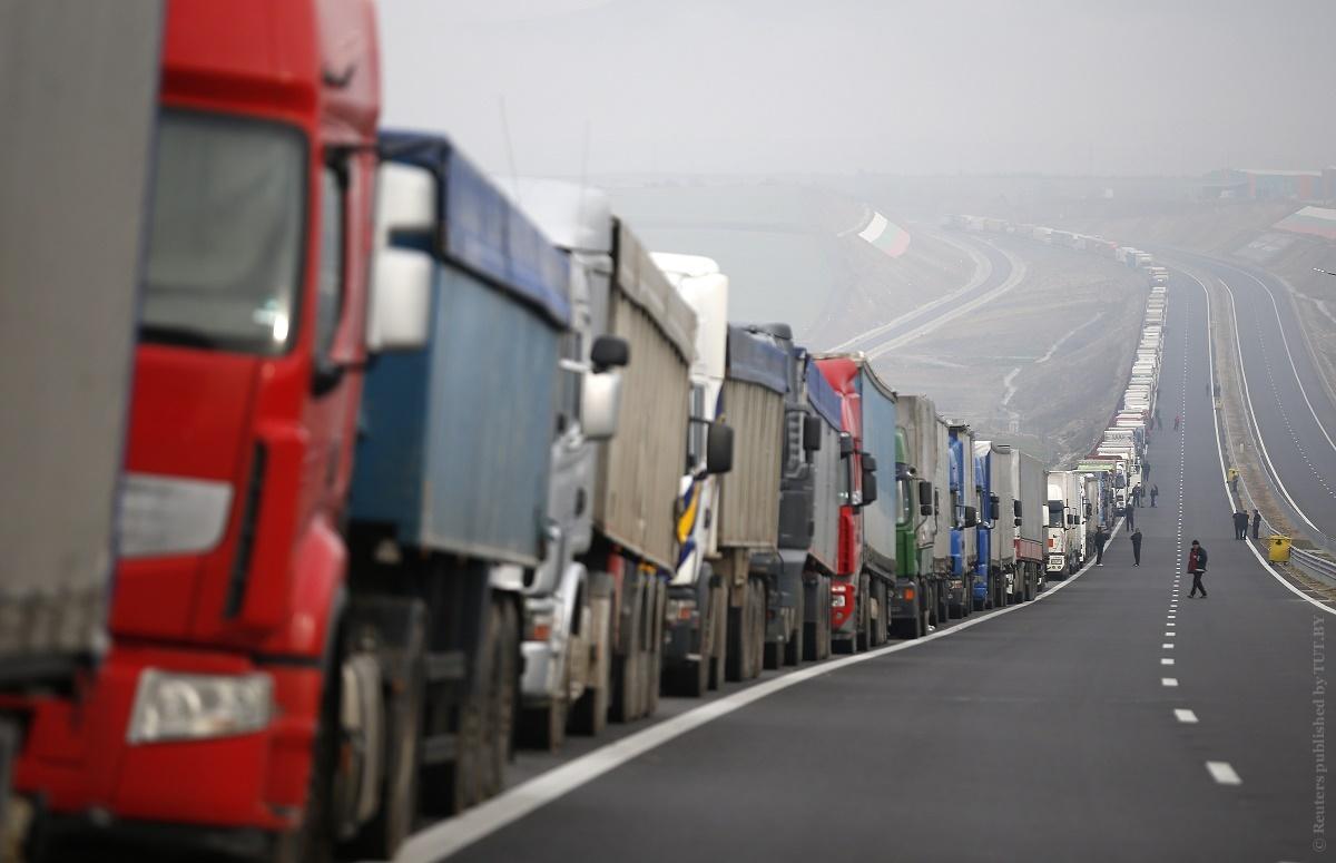 Около 1400 грузовых фур не могут выехать из Белоруссии в страны ЕС