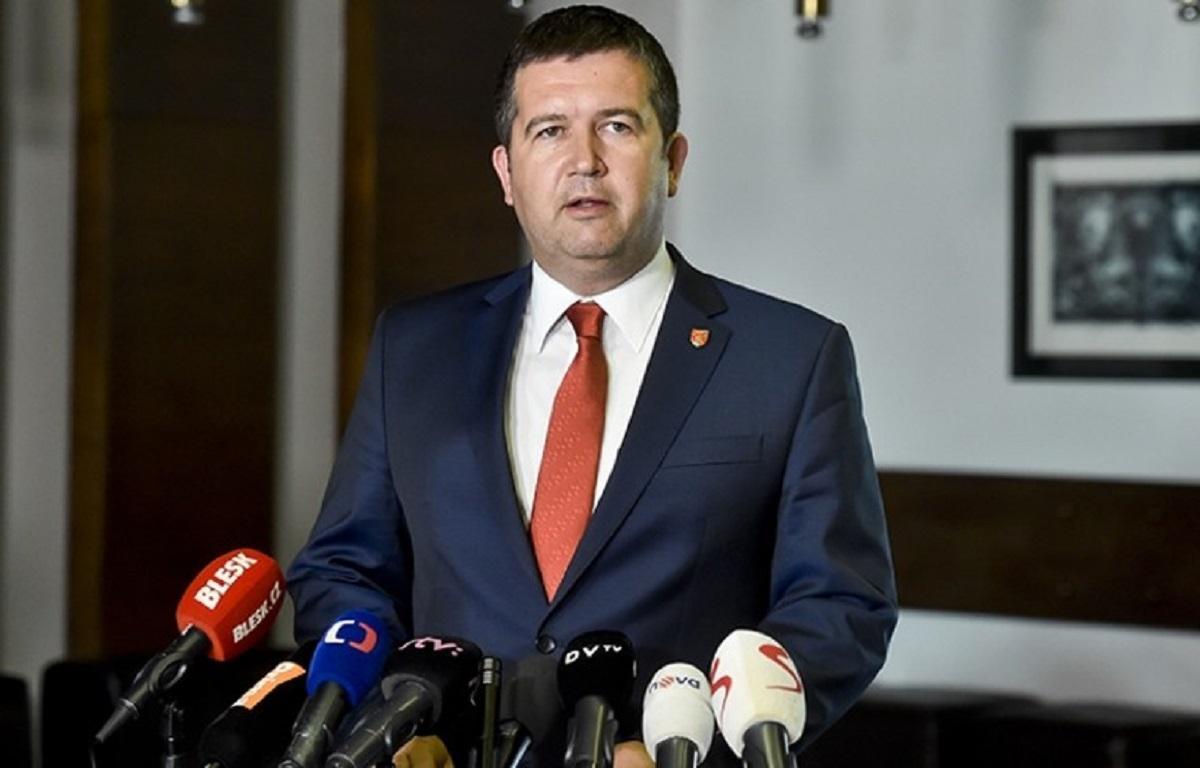 Конфликт Чехии и РФ: Глава МВД хотел обменять данные о взрывах на партию «Спутника V»