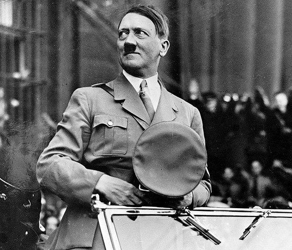 Адольф Гитлер выдавал себя задругого человека