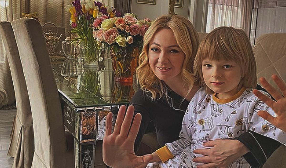 Яна Рудковская с сыном Александром Плющенко