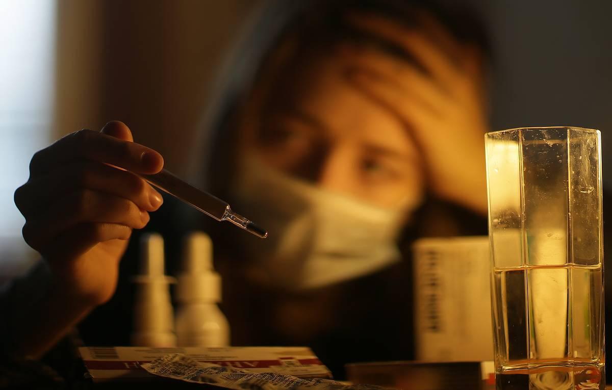 Врач скорой помощи назвал отличия гриппа от простуды