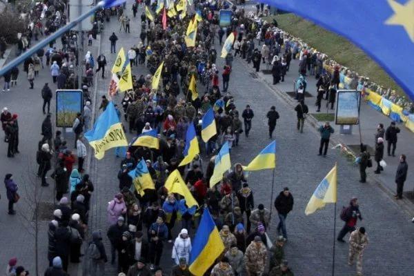 Активисты собрали первые палатки уздания Верховной рады вКиеве