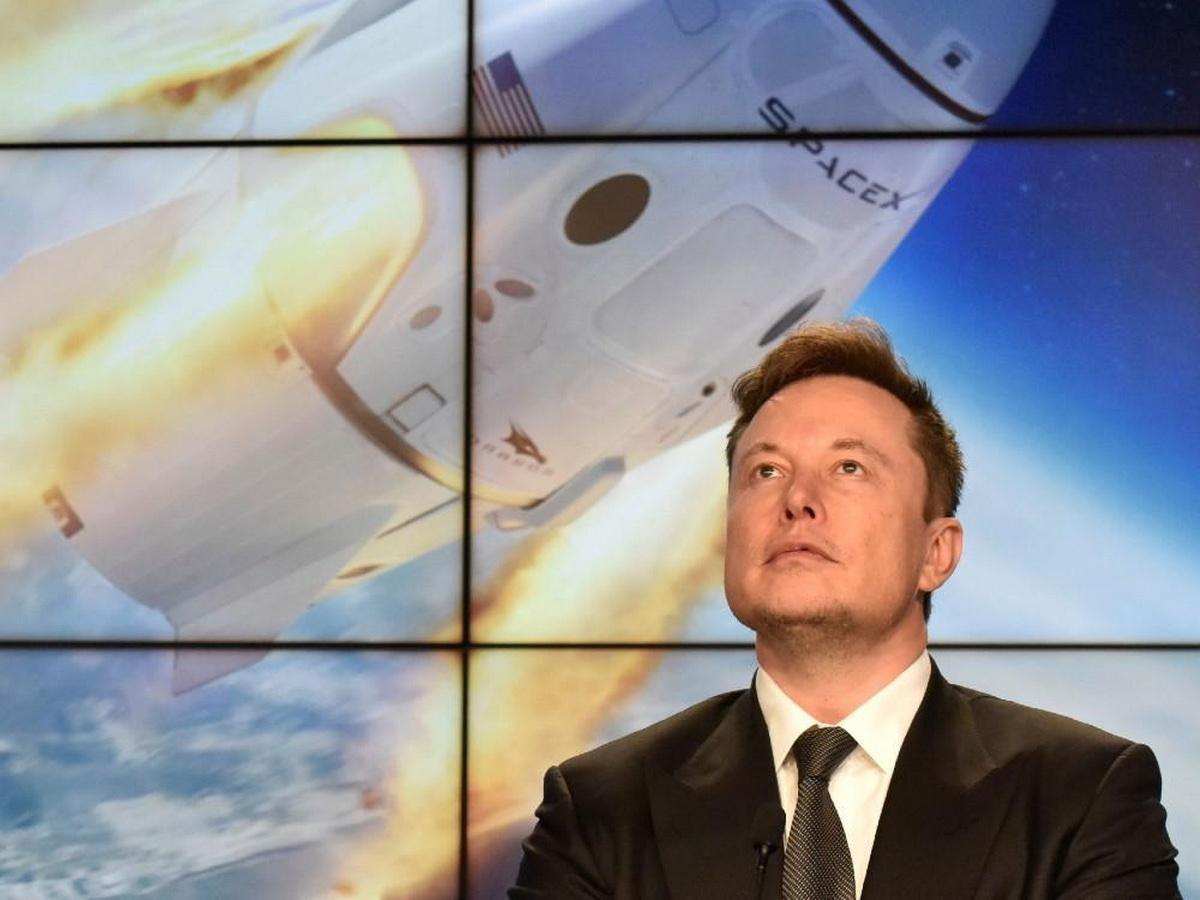 Миллиардер Илон Маск космический корабль