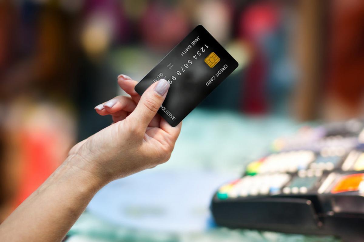 Роспотребнадзор объяснил, как защитить кредитку от мошенников