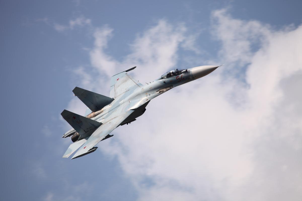 Российский истребитель перехватил американский патрульный самолет над Черным морем