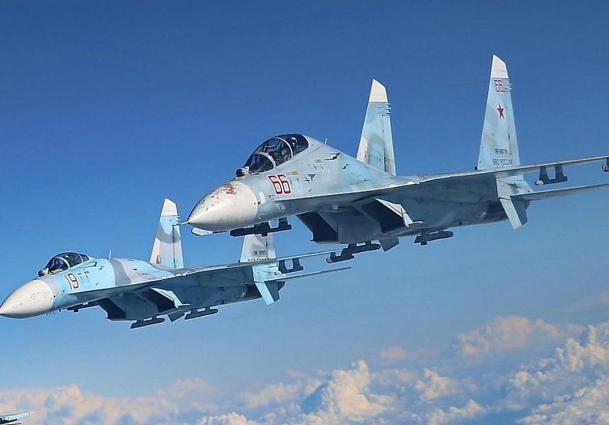 Су-27 перехватили бомбардировщики США