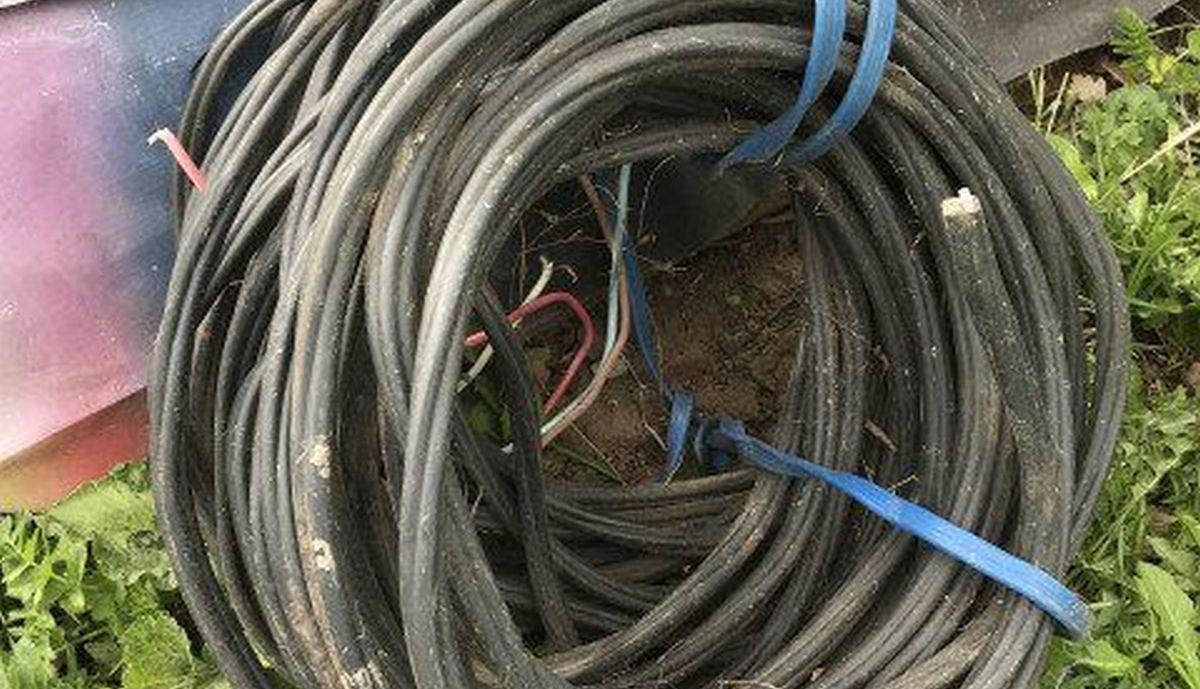 Житель Карелии выкопал и сдал в металлолом километровый кусок электрического кабеля
