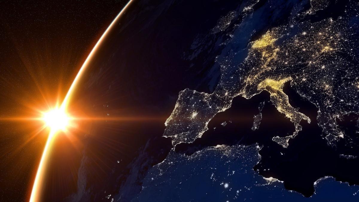Планета ночью из космоса