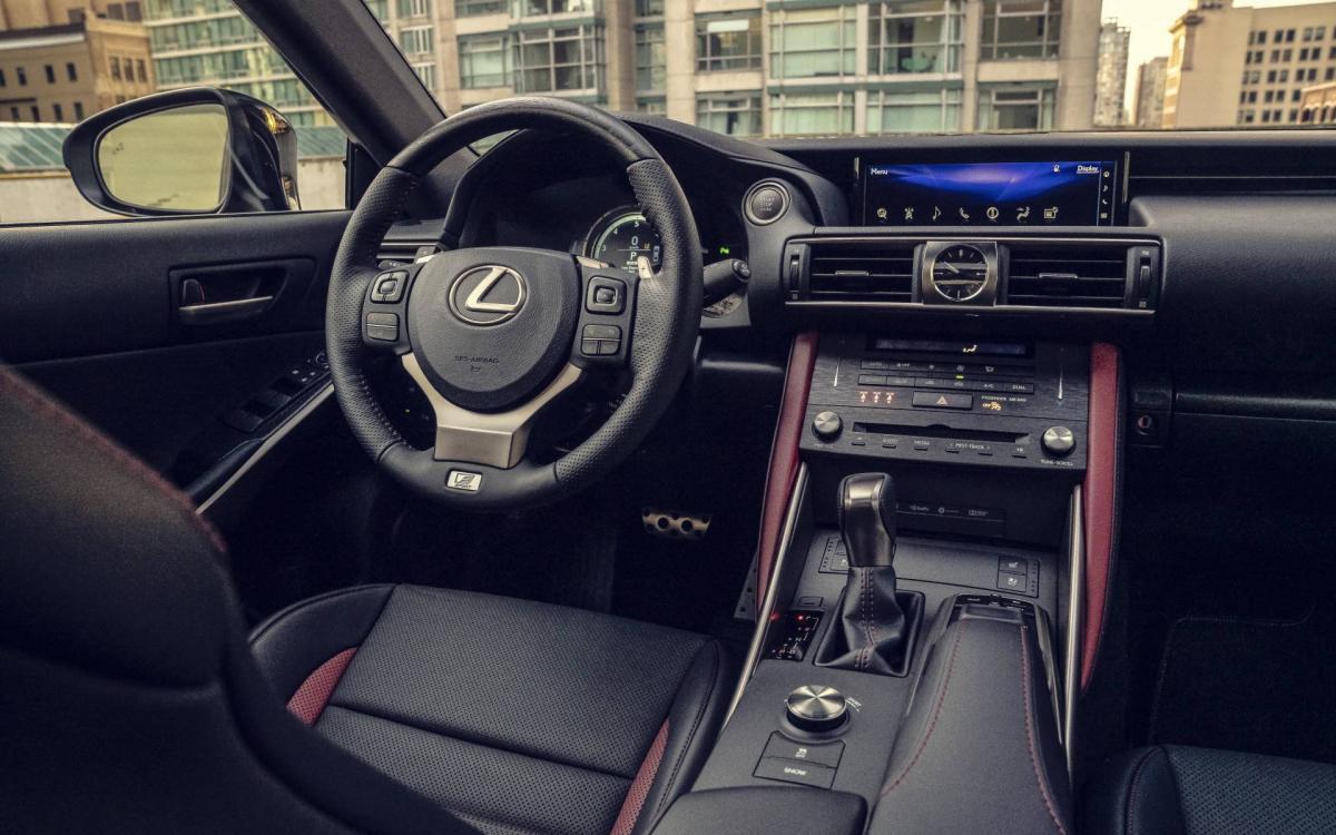 Lexus IS салон 2020