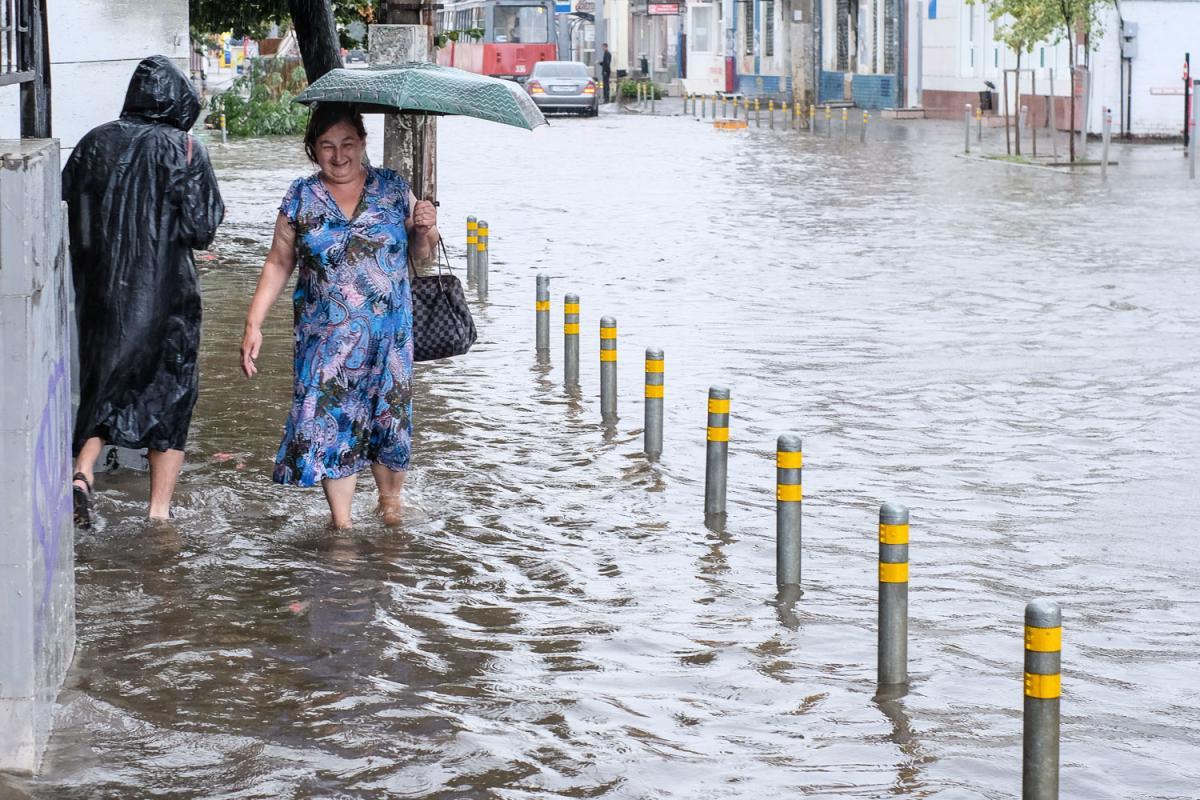 В Краснодаре расширят сеть обслуживания ливневых канализаций
