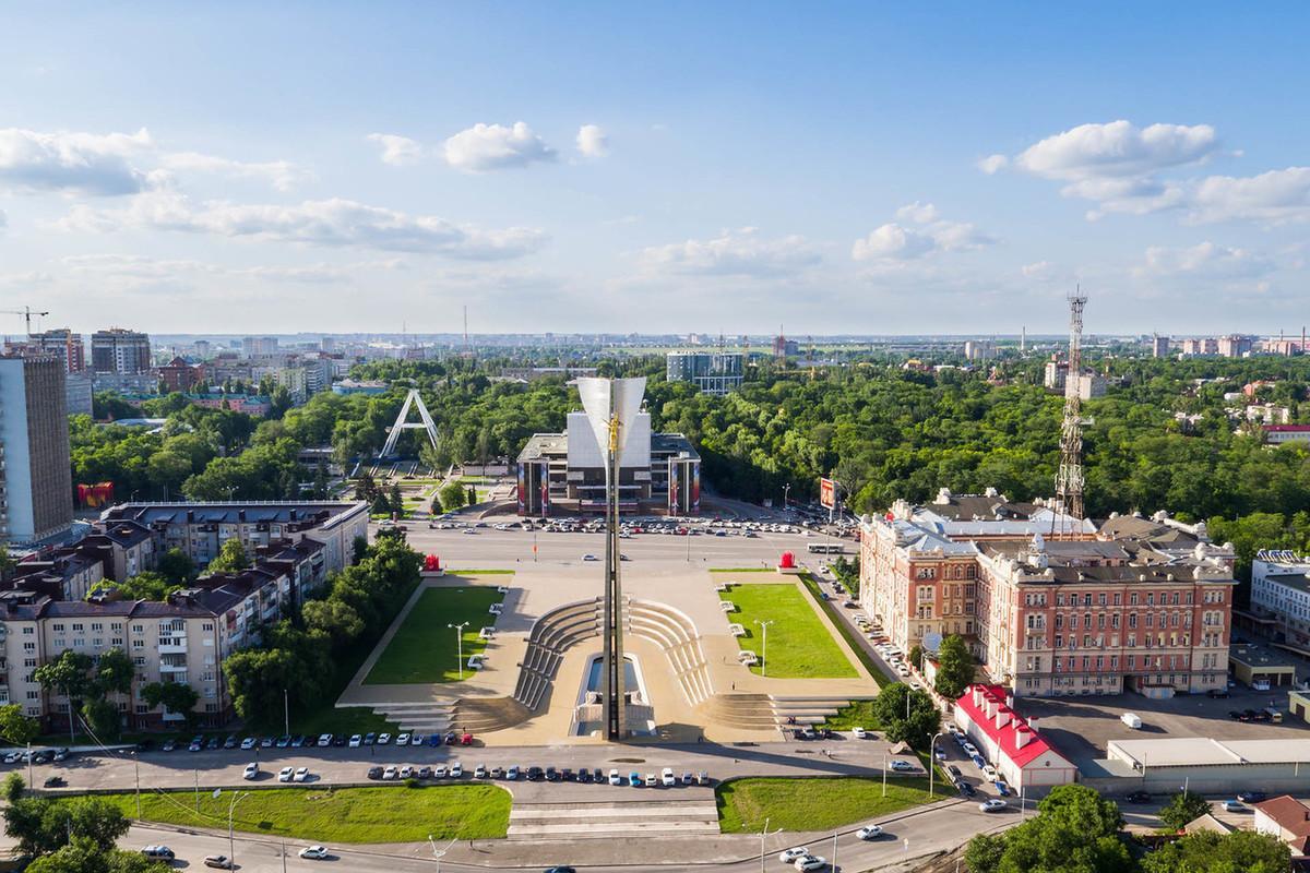 Логвиненко подверг критике проект по благоустройству Театральной площади