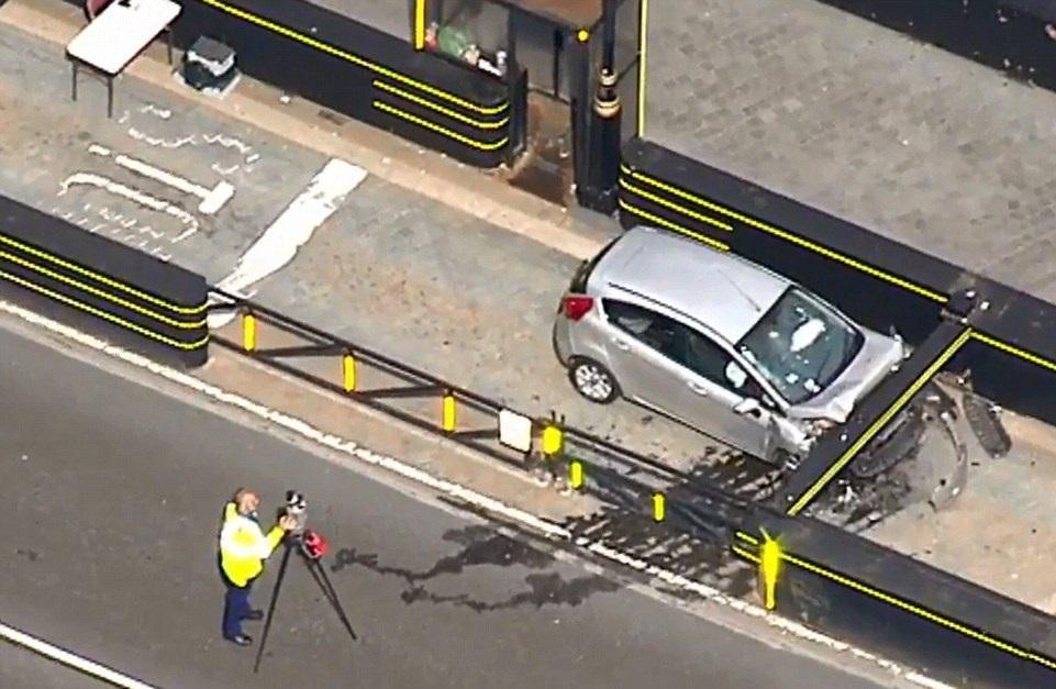 Теракт в Лондоне: опубликовано видео наезда на пешеходов у британского парламента