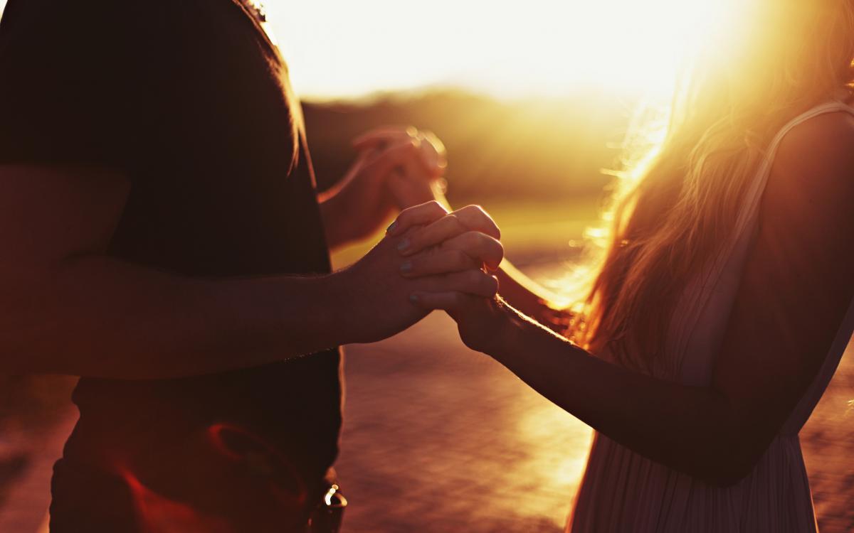 Отечественные ученые установили, что лечебный массаж способен не только поправить здоровье, но и улучшить отношения с близкими, а также повысить самооценку.