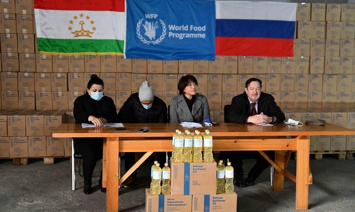 Россия передала Таджикистану 180 тонн подсолнечного масла