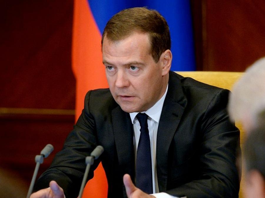 Медведев объявил о повышении пенсионного возраста в России