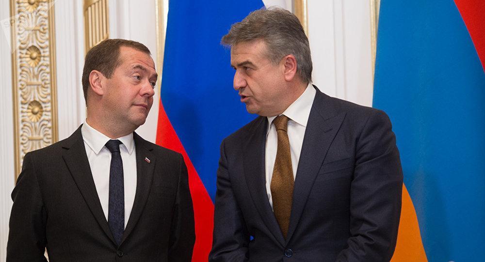 Медведев и Карапетян обсудили отношения России и Армении на фоне отставки Саргсяна