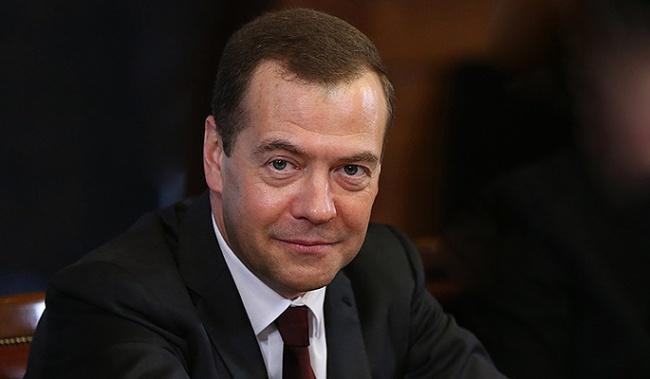 Медведев: «Не грозит никакой дефицит лекарств, всё будет нормально»