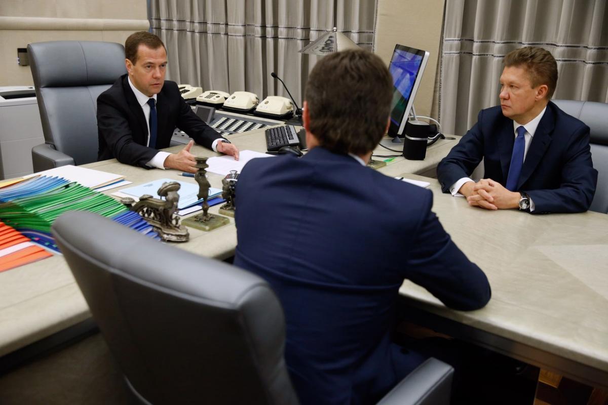 Медведев: продление транзита газа через Украину требует отказа от судебных споров