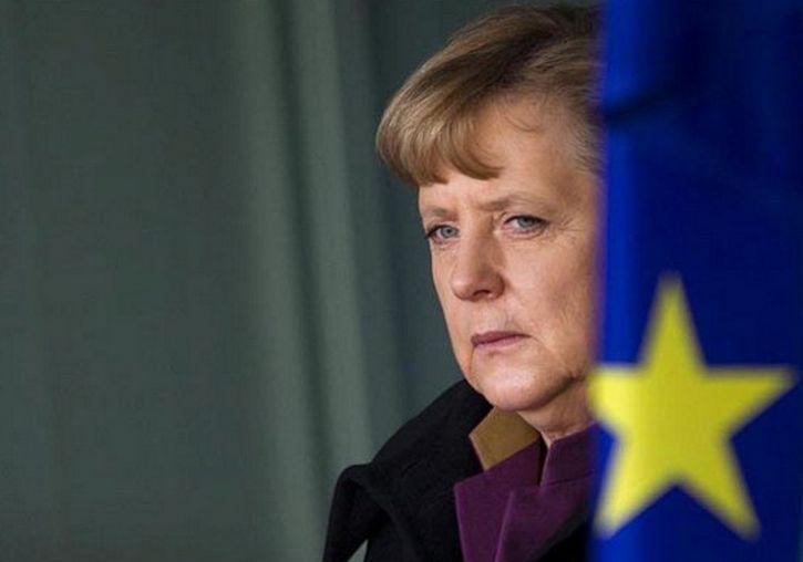 Неизвестный накричал на Меркель у бундестага