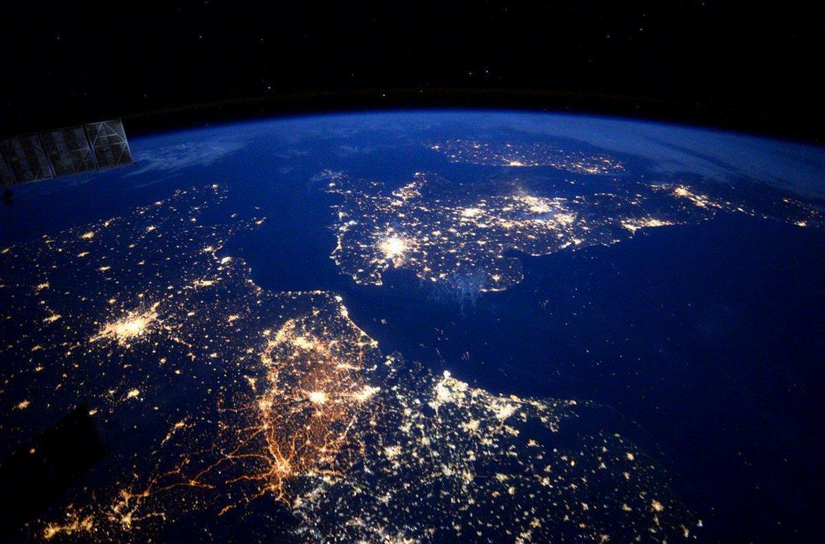 Группа российских ученых разработала сверхлегкую оптику для спутников