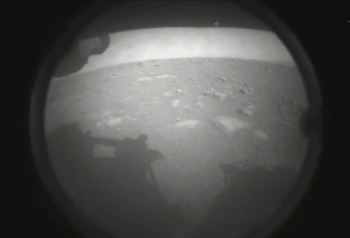 Марсоход NASA опубликовал новые фотографии с поверхности Марса