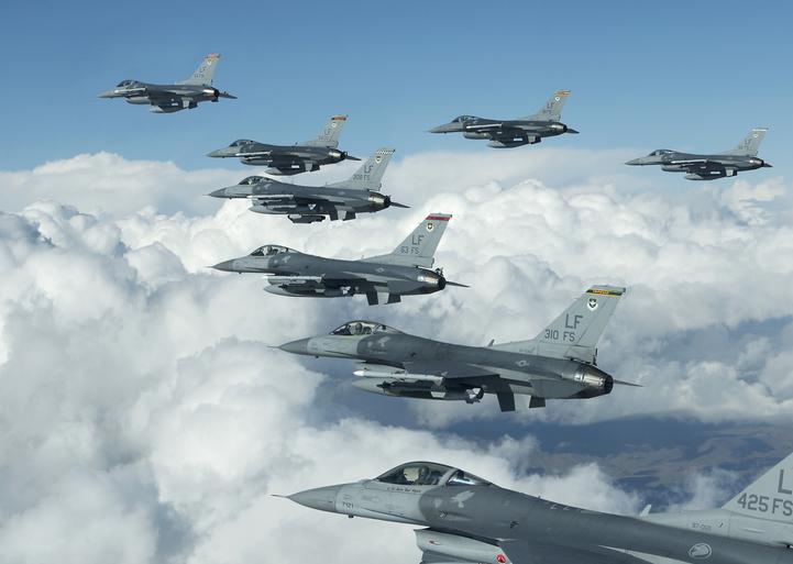 Самолеты НАТО приблизились к российским границам
