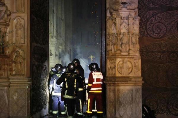 Нотр-Дам: Назвали основную версию причины пожара
