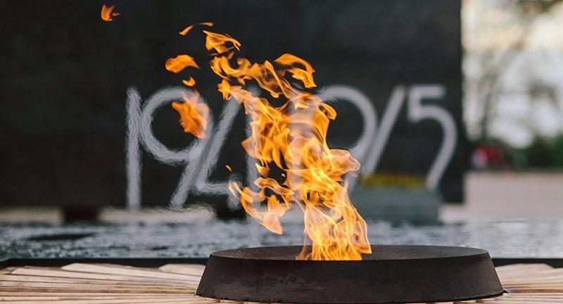 Мужчина, гревший воду на Вечном огне в Волгограде, отправлен на лечение