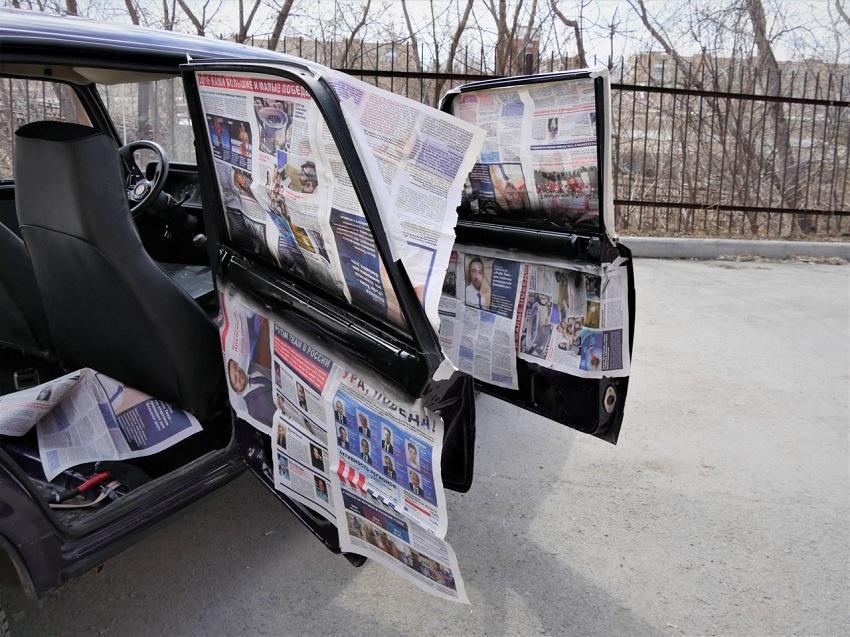 Авто-хлам, который необходим: 4 случая, когда газета в машине выручит