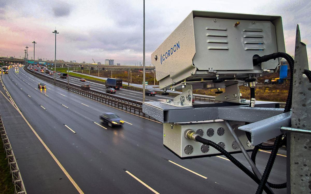 Камера наблюдения на дороге