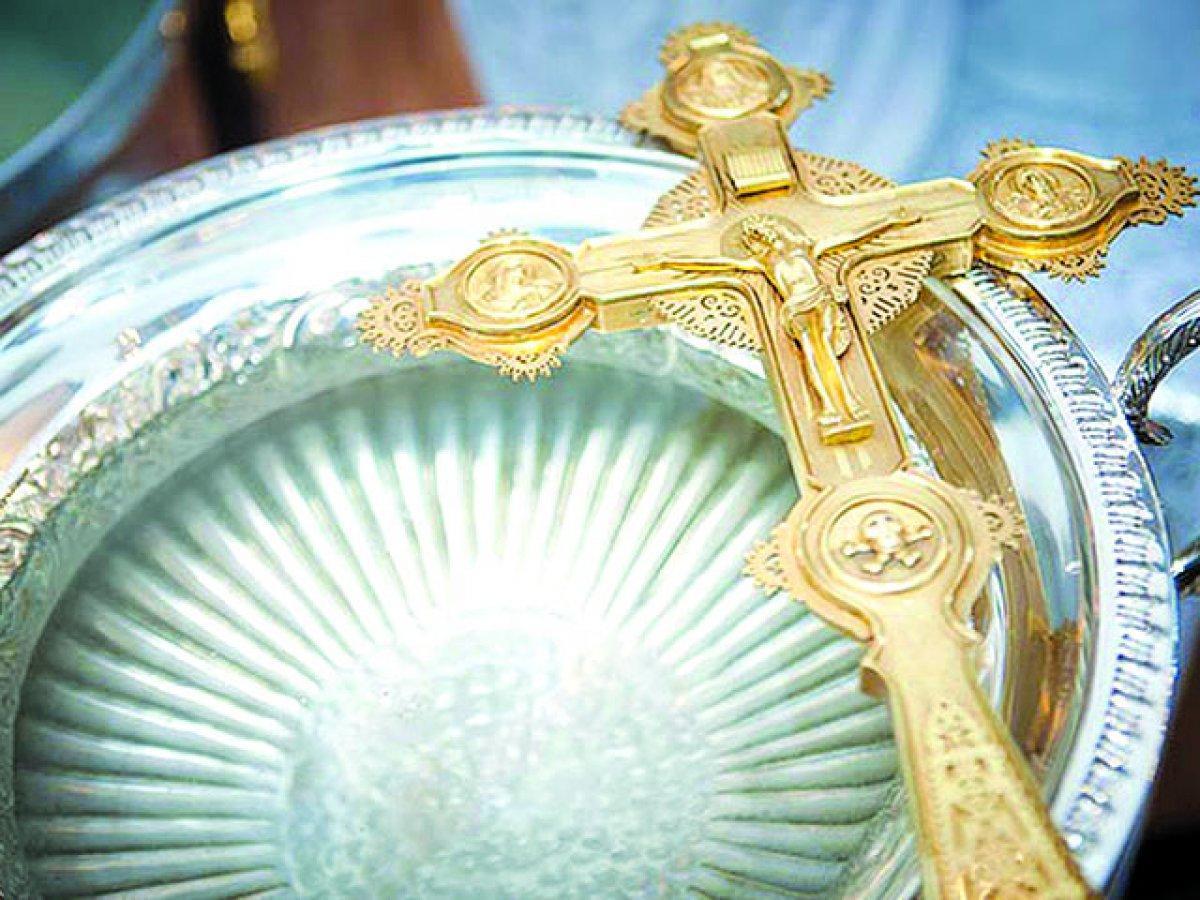 Когда и как правильно набирать святую воду на Крещение Господне 2018