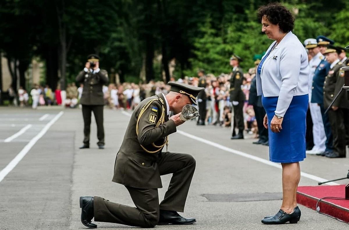 В России оценили преклонение колен офицером ВСУ