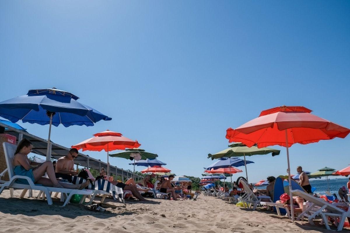 отдыхающие на пляже картинки