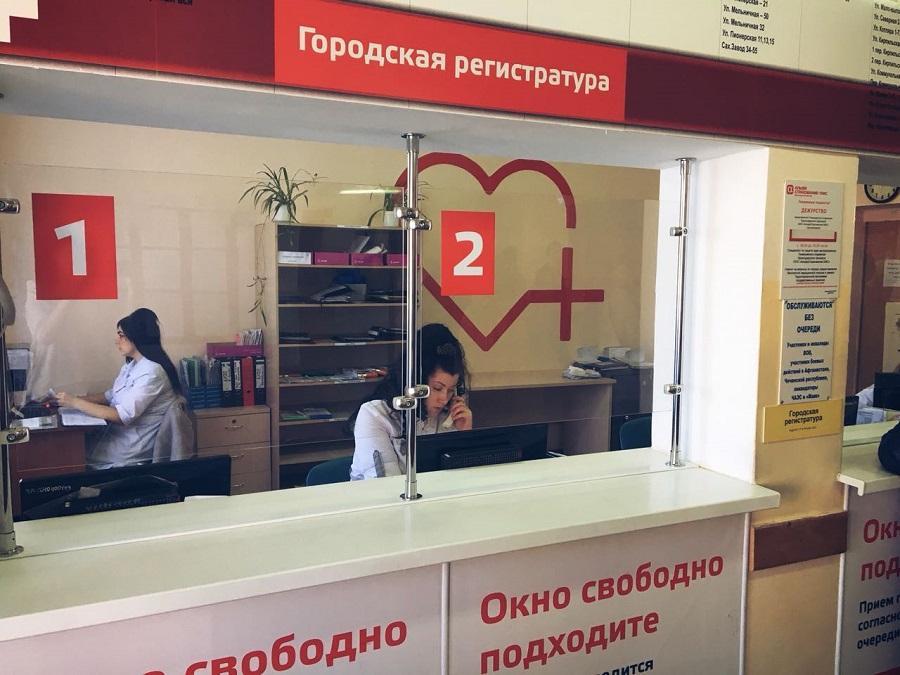 В Тимашевске на помойку «случайно» выкинули коробки с медкартами