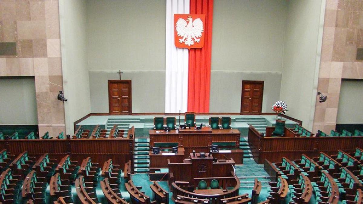 """Польша законом запретит России толковать историю """"на свой лад"""""""