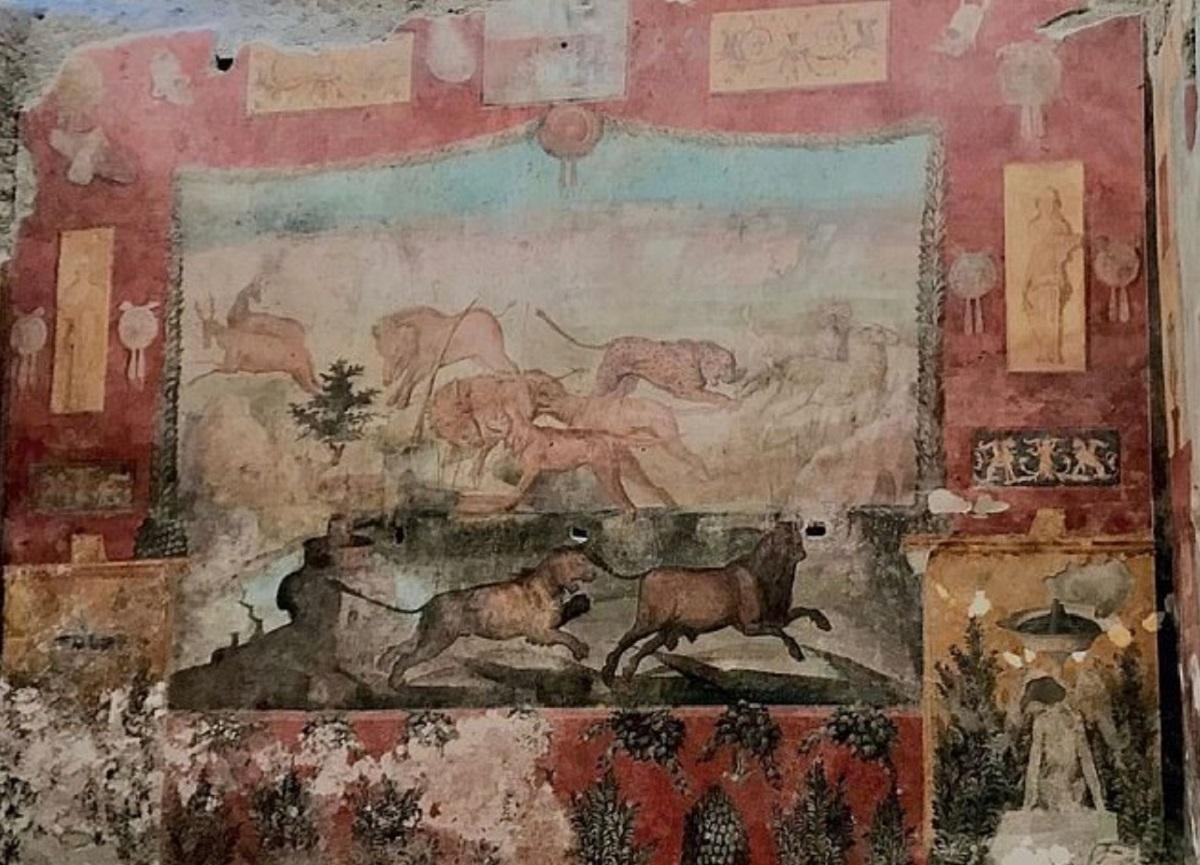 Реставраторы восстановили древние фрески из Помпеев
