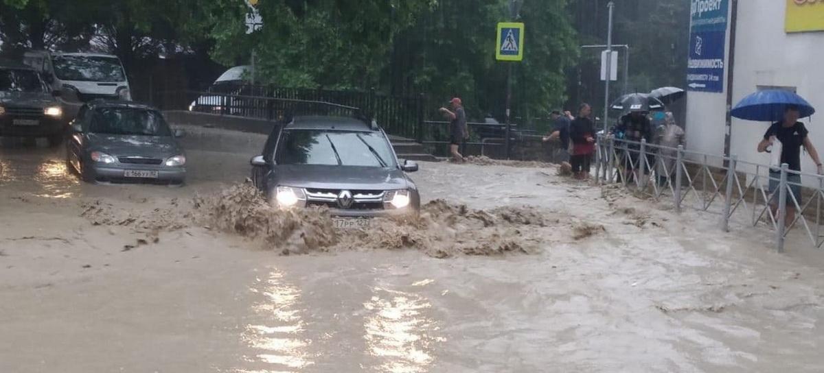 улицу затопило