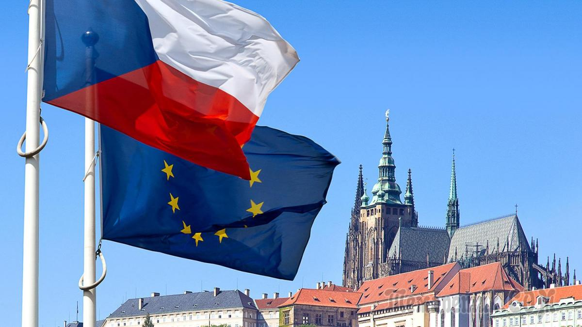 флаги чехии и ес на фоне праги