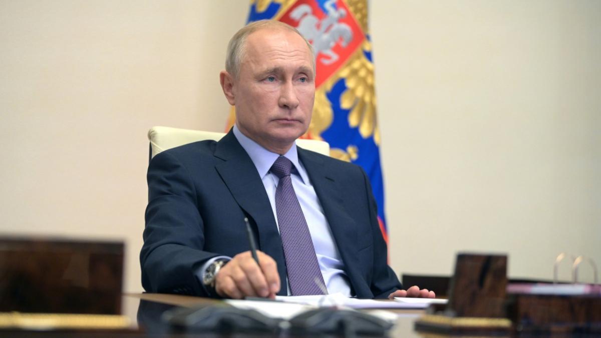 Путин кабинет сидит