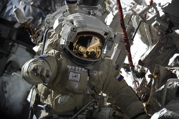 Роскосмос анонсировал скорую отправку космонавтов на Луну