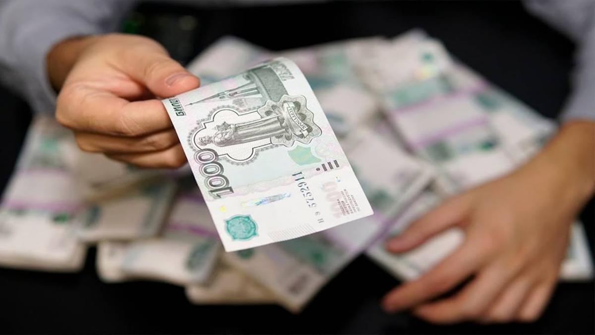 Три мировых банка спрогнозировали курс доллара дешевле 70 рублей