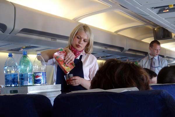 Бортпроводник облил кипятком 5-летнюю девочку в самолете рейса Тунис-Москва