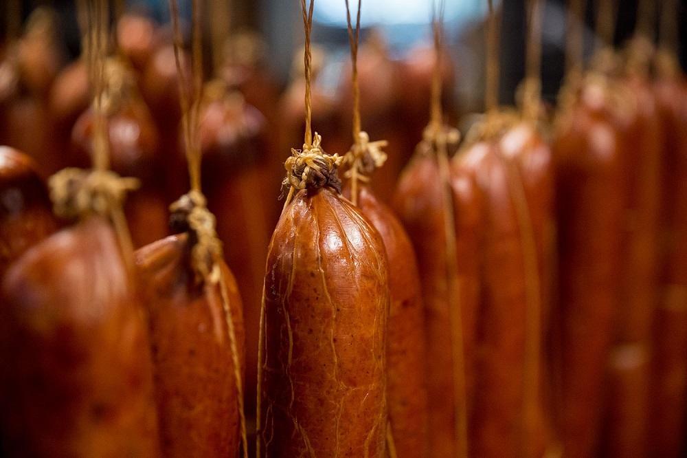 Российские мясники просят правительство помочь повысить цены на колбасу