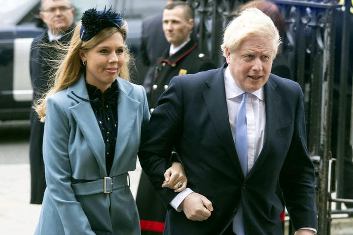 Борис Джонсон и Керри Саймондс идут на мероприятие