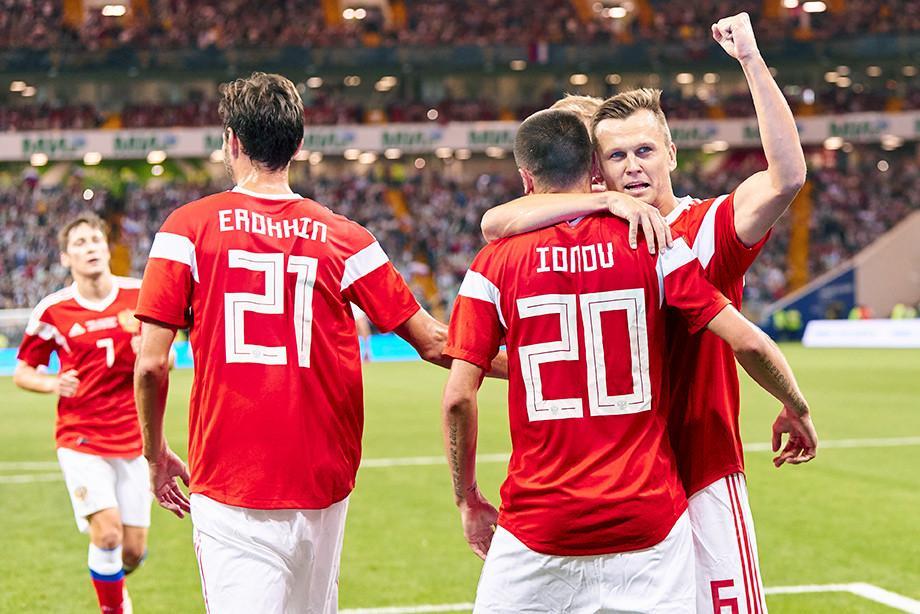 Сборная России разгромила чехов на товарищеском матче