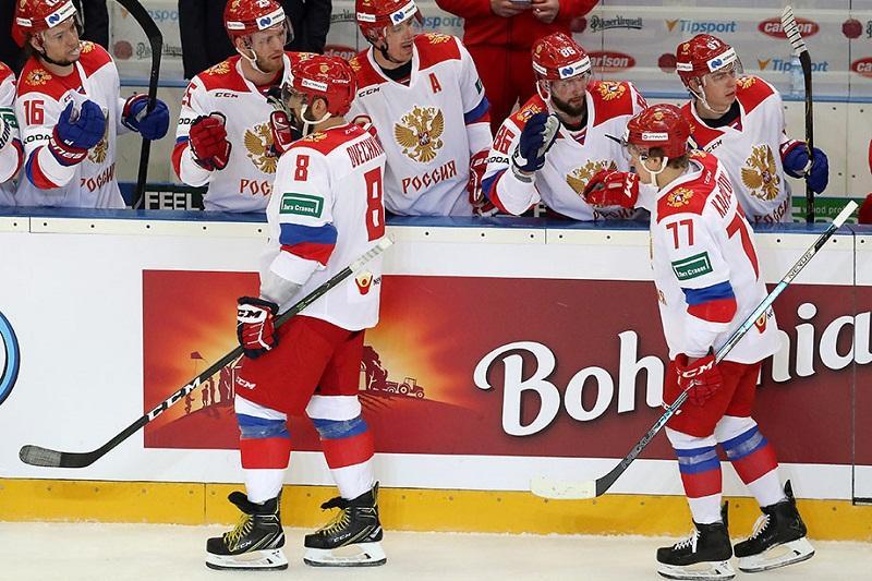 Сборная России  лидирует в своей группе на чемпионате мира по хоккею